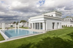 Villa monofamiliare con piscina a Parmamia
